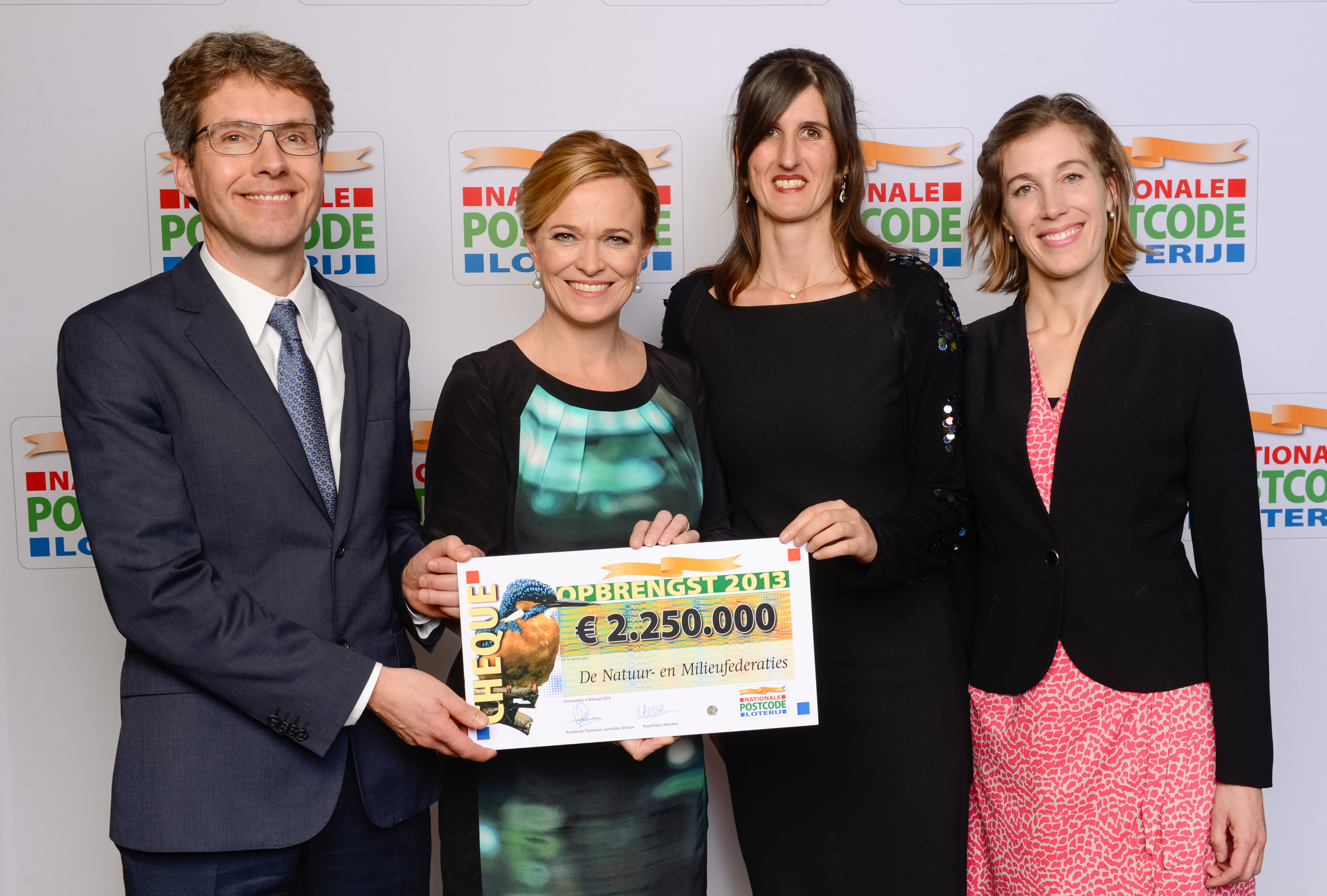 ... voor De Natuur en Milieufederaties - Milieufederatie Noord Holland: www.mnh.nl/nieuws/cheque-van-e2-250-000-van-postcode-loterij-voor...