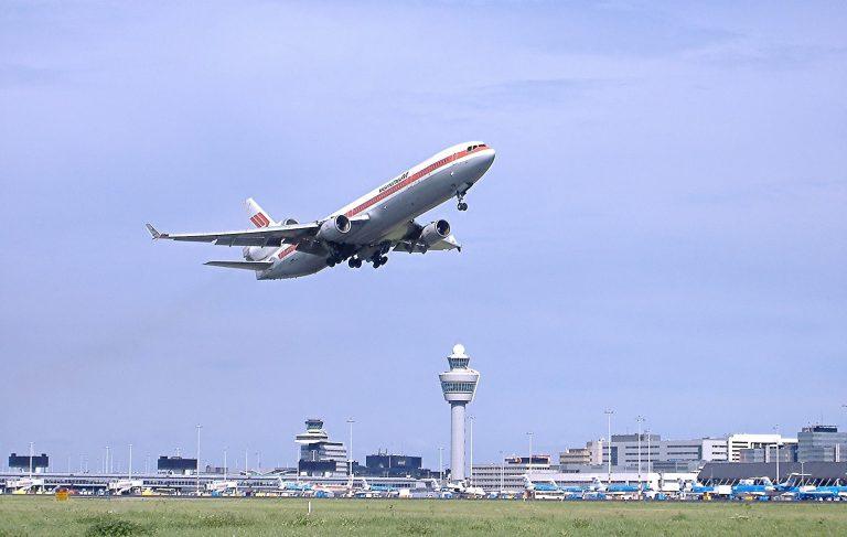 Wonen of vliegen? Een ander gebruik van Schiphol kan het woningtekort oplossen