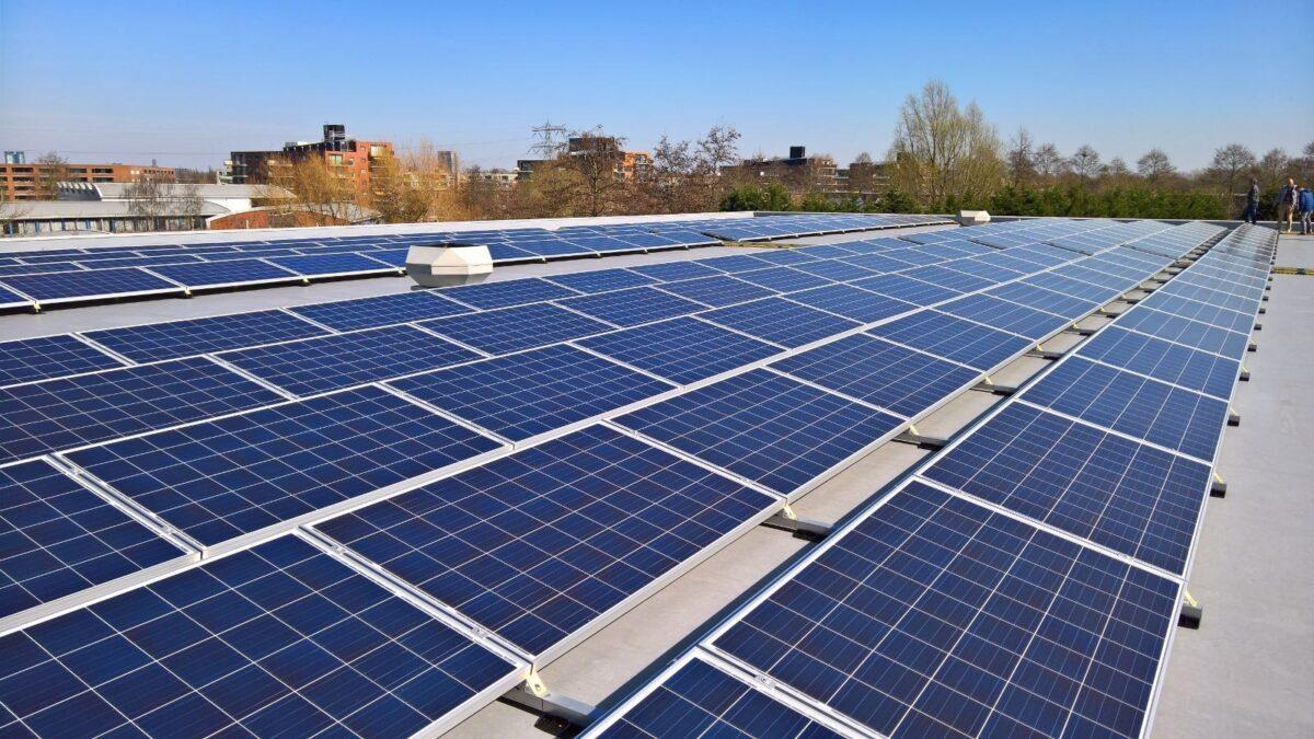 Amsterdam: genoeg zon- en windstroom voor 80% van de huishoudens in 2030
