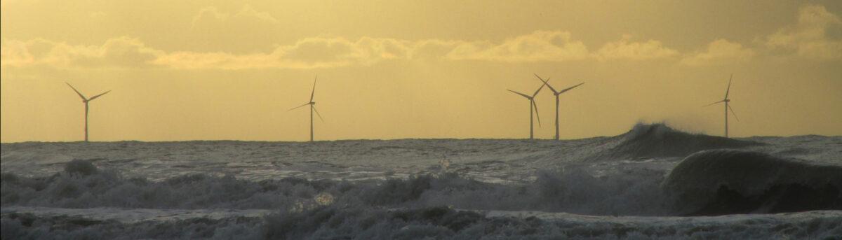 Windmolenparken binnen 6 kilometer van de kust veroorzaken economische schade.